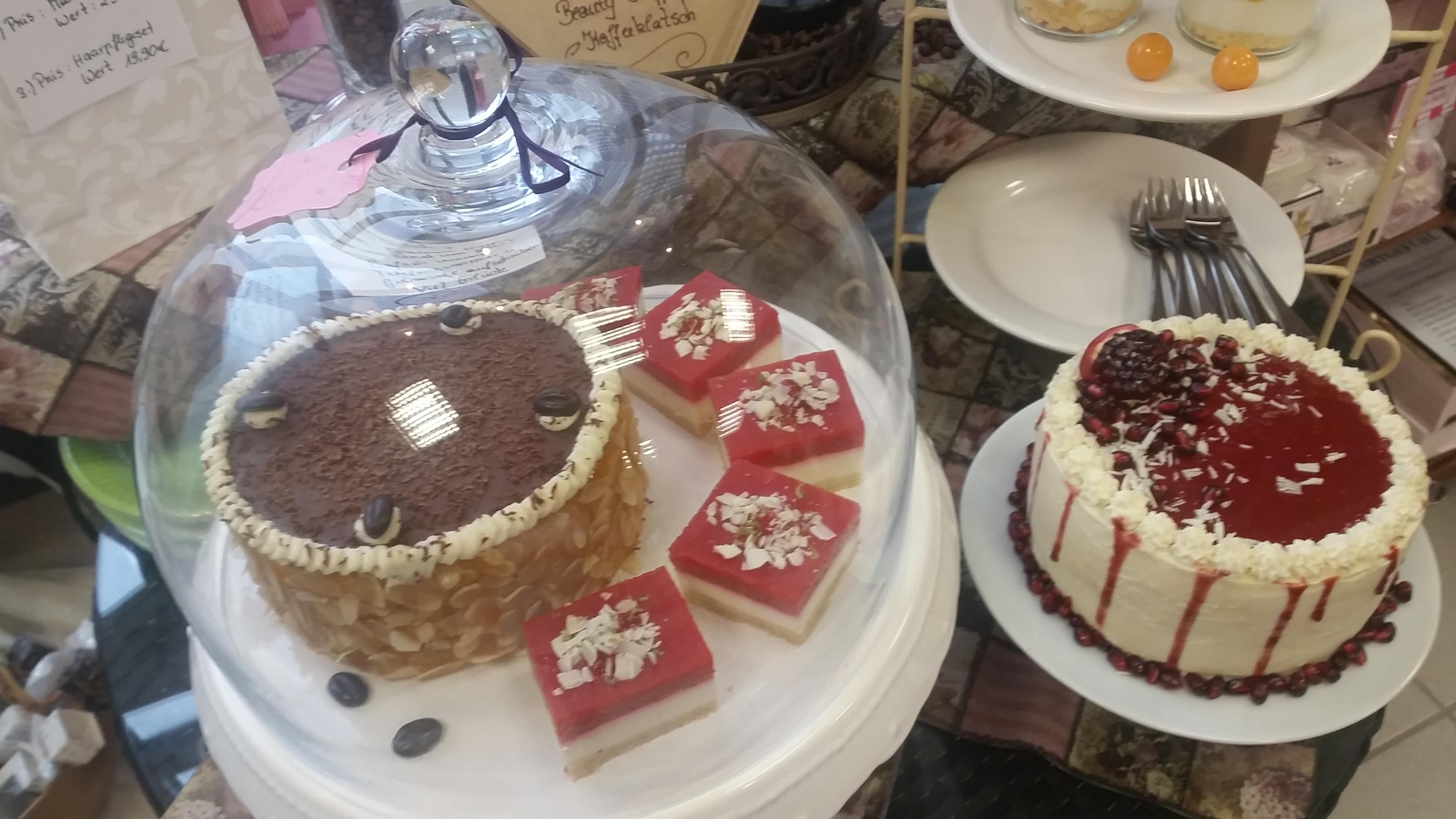 Kuchen unter Glaskuppel